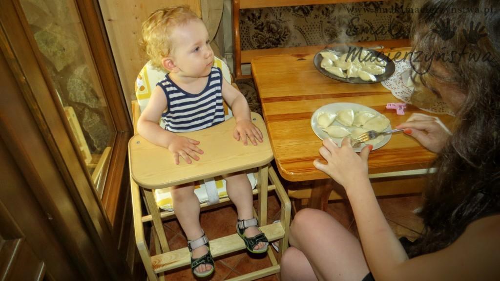 wczasy-z-dzieckiem-w-gorach-krzeselko-do-karmienia